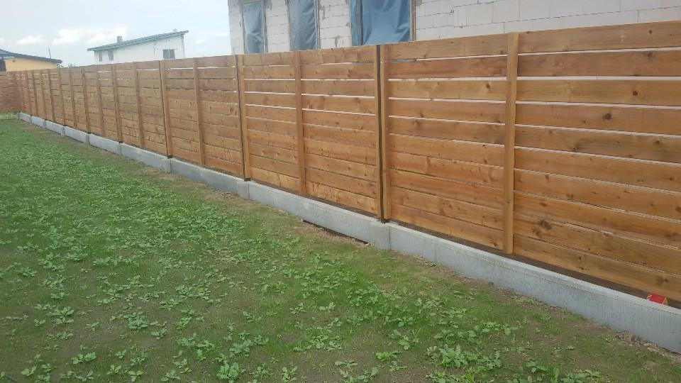 medinė horizontali vienpusė tvora