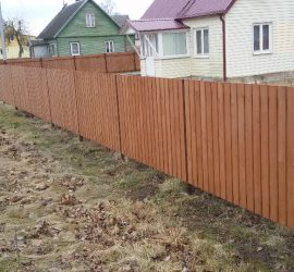 vertikali medinė tvora