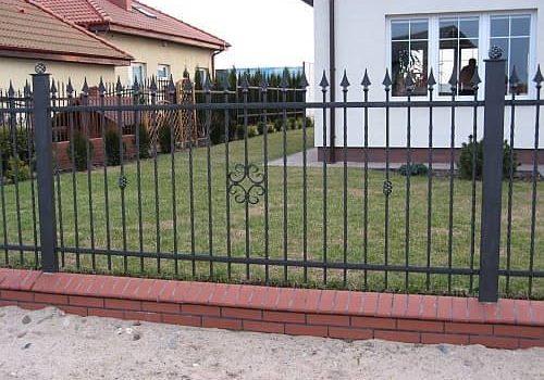 metalinės tvoros strypų
